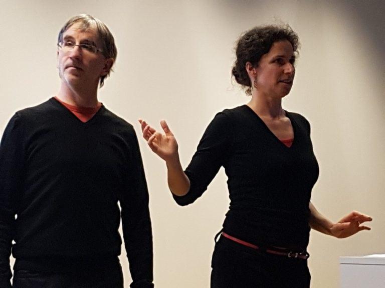 Marc Breban en Nathalie Van Renterghem tijdens een presentatie over leiderschap aan de KULeuven