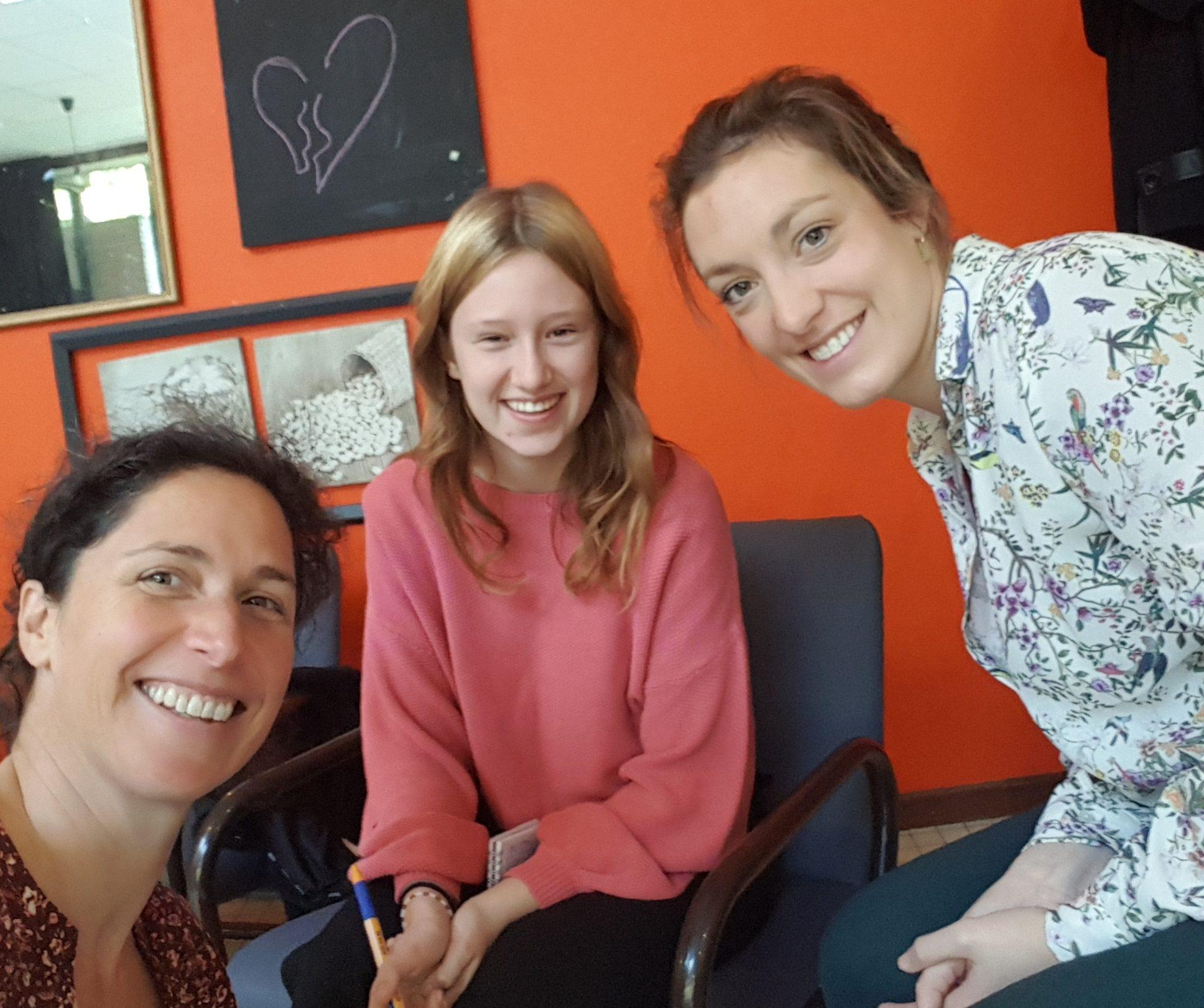 Céleste op actieve stage bij inspinazie, hier samen met Charlotte en Nathalie
